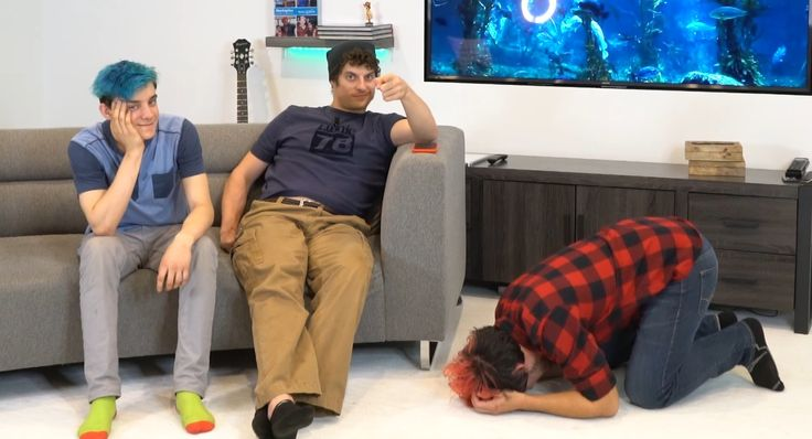 I've seen this video and I know what's happening....but it still looks like Mark is having somekind of melt down and that Ethan and Tyler are doing nothing to help him XD........