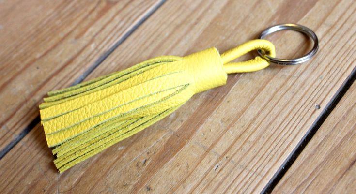 porte clés en cuir jaune