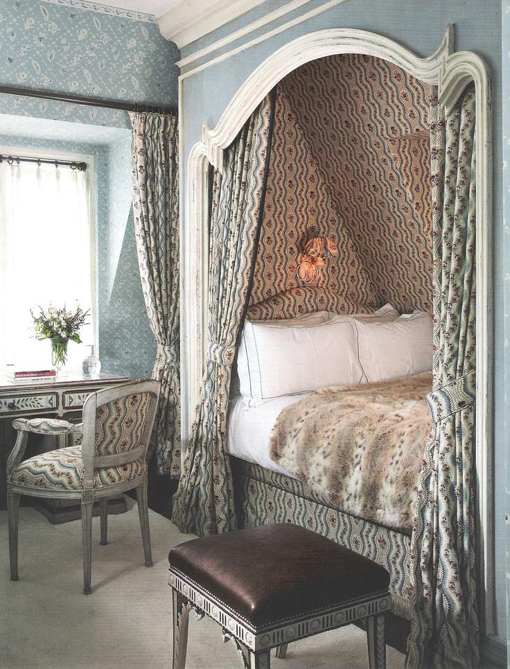 bett in der dachschr ge guest bedrooms attic. Black Bedroom Furniture Sets. Home Design Ideas