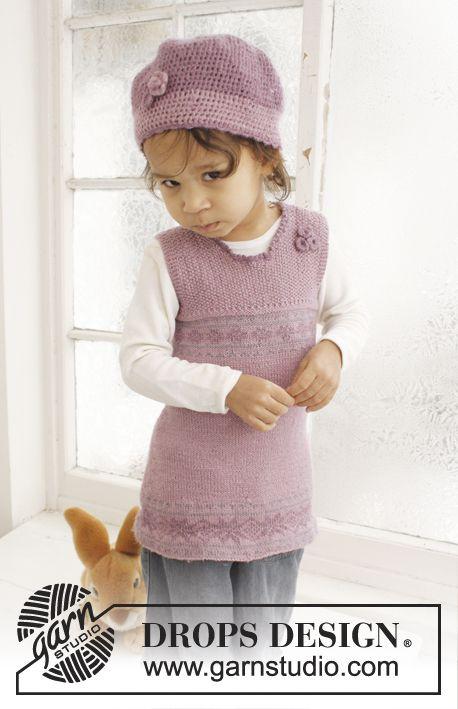 """Settet består av: Strikket DROPS kjole og heklet lue i """"BabyAlpaca Silk"""" ~ DROPS Design"""