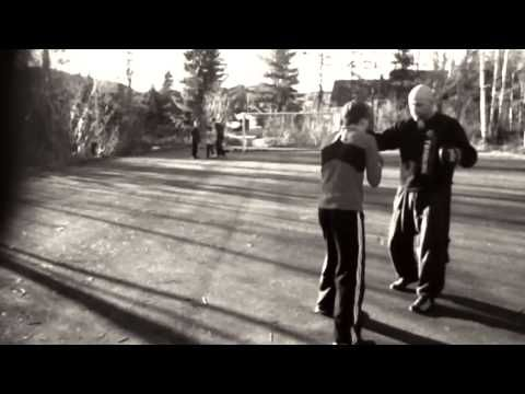 Coach Roger Mayweather mittwork with amateur boxer Marius Lilleås Hansen. PADWORK.NO - YouTube