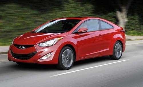 Korean automaker Hyundai is expected to launch the new Elantra sedan in India which it discontinued a few years ago. The sedan has got a relaunch in many part of the globe, thanks to the Fluidic design concept of Hyundai.