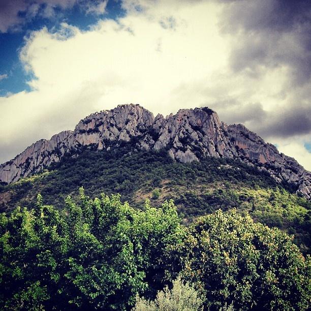 À favorite place ~ Buis-Les-Baronnies #photoadaymay #provence #drome #buislesbaronies #dromeprovencale #rocher #rock #saintjulien - @Amandine ★- #webstagram