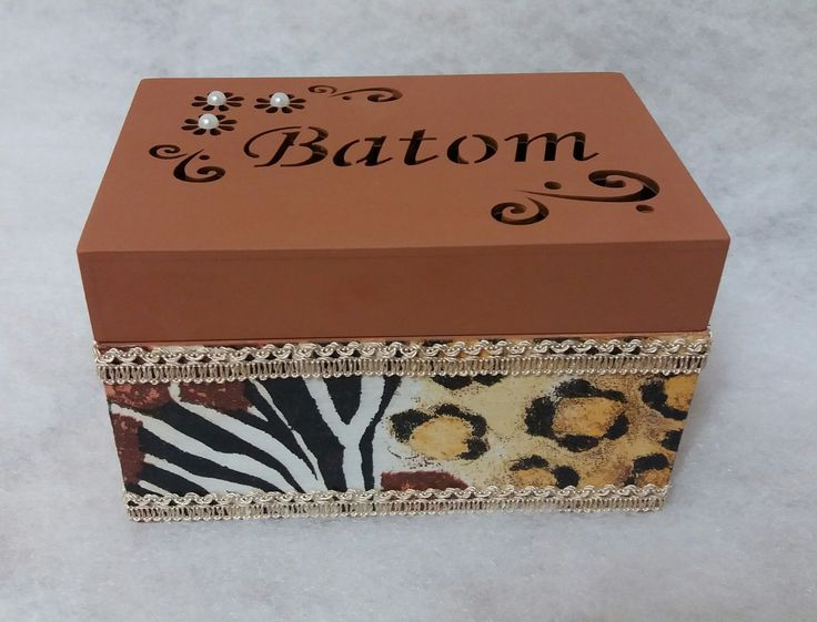 Porta batom em mdf. ...decorado com papel decoupage e enfeitado com sianamaria....um charme...escolha o seu!