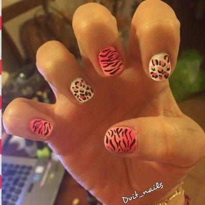 #Confiesoque soy una #NailAdictaMNY. Ingresa a www.nailadictas.cl, regístrate y comparte tu obsesión por el Nail Art.     Voten por mi diseño! :)
