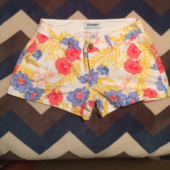 Old Navy Floral shorts 100% Cotton Women's floral shirts from Old Navy. Worn only once. Size 2 Old Navy Shorts