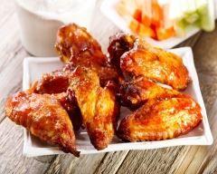 Ailes de poulet au miel au four : http://www.cuisineaz.com/recettes/ailes-de-poulet-au-miel-au-four-66506.aspx