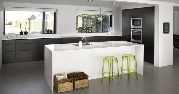 Futura køkken i sort og hvid - Køkken fra Invita