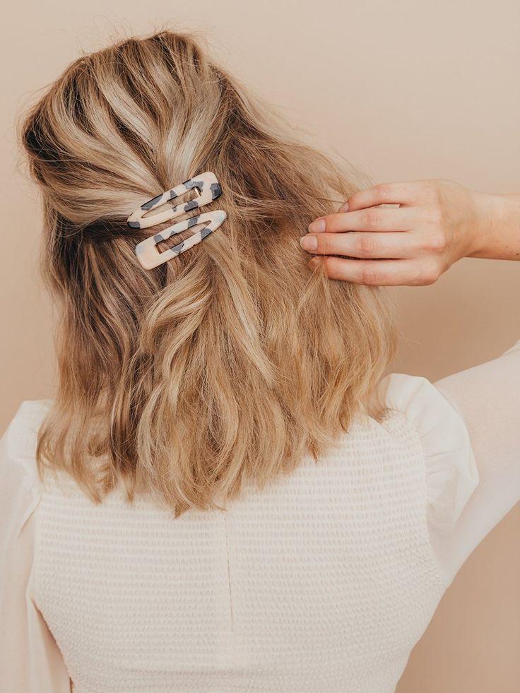 Hair Clip Styles For Fancy Girls Fashionactivation In 2020 Clip Hairstyles Tortoise Hair Medium Hair Styles