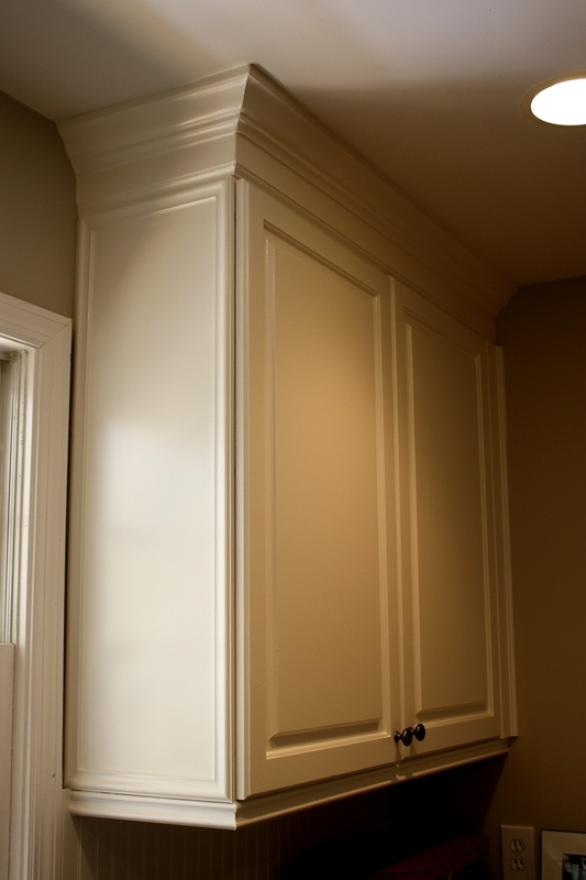 crown molding on cabinets finished cabinets using benjamin s aura self priming 14253