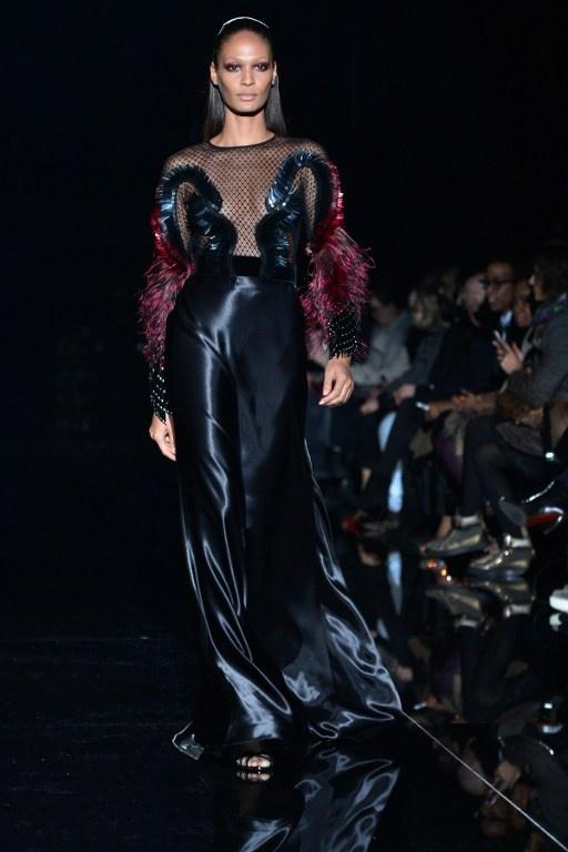Dramatism, accente punk şi influenţe vintage la Săptămâna Modei de la Milano