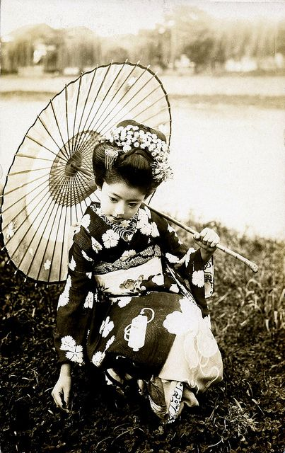 Young Maiko from the 1920s.