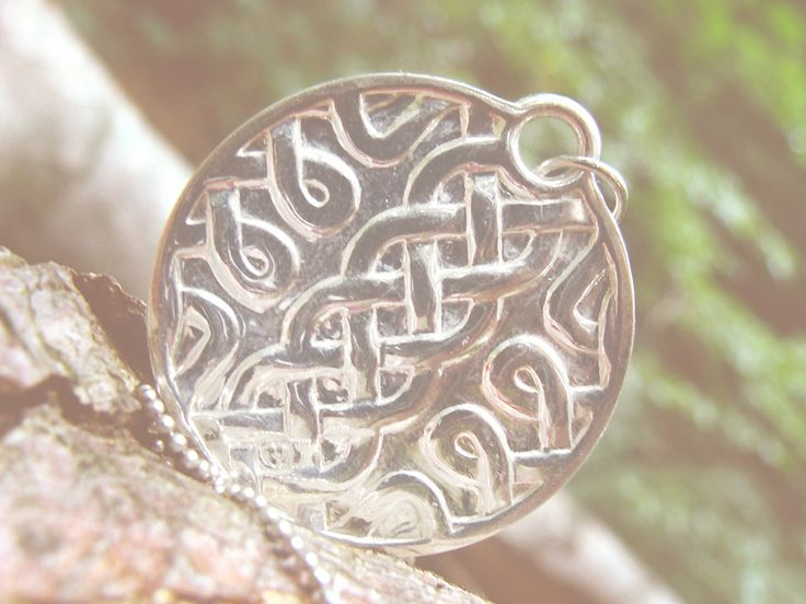Silver highly customizable celtic necklace. DIY at sertae.com