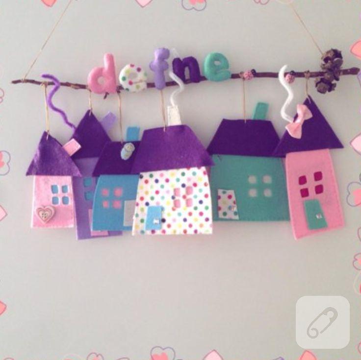 Kuru dallar ve keçe evli kapı süsü kolaylıkla sizin de yapabileceğiniz pratik ve şirin bir kız bebek odası modeli. erkek bebek odaları için de mavi tonlarında kapı ve duvar süsleri...