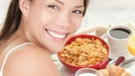 FROKOST: En ny studie støtter ekspertenes råd om alltid å starte dagen med en god porsjon mat.