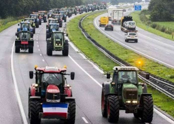 Dutch farmers block highways with tractors, angry at EU rules on pollution  | Pollution, Environmental pollution, Tractors