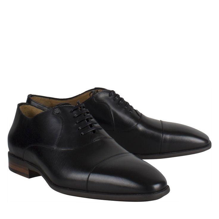 Van Bommel 16450/00 zwart leer geklede schoen  Exclusieve geklede schoen van het luxe label Van Bommel model Van Bommel 16450/00 zwart leer. Deze geklede schoen is vervaardigd van zwart kalfsleer. Deze zwarte nette schoenen zijn uitgevoerd in een half hoog model met een spitse leest. De Van Bommel schoenen zijn uitgevoerd met een dwarsnaad en voorzien van een comfortabele rubberen zool. Deze schoen is uitermate geschikt voor een vollere voet.  EUR 219.45  Meer informatie