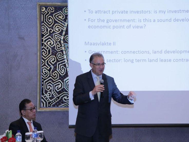 Wali Kota Rotterdam Belanda, Ahmed Abutaleb melakukan presentasi konsep kemaritiman