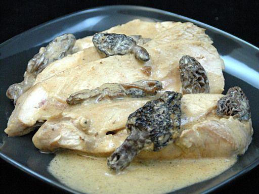 poivre, blanc de poulet, crême fraîche, huile, fond de veau, eau, morille, porto, bacon, sel