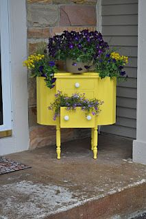 Antique Sewing Box Planter. Such a cute front porch greeting!!