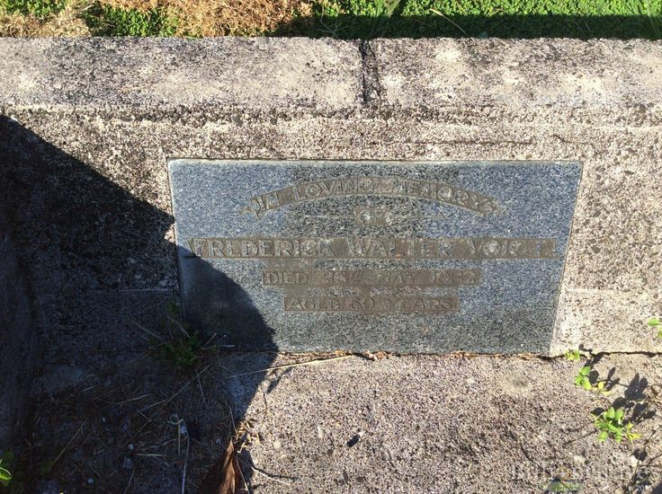 Headstone image of Federick Walter Voigt
