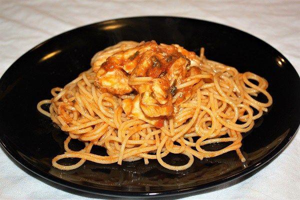 Sugo di scorfano perfetto per condire spaghetti o linguine :http://ropa55.it/sugo-di-scorfano/