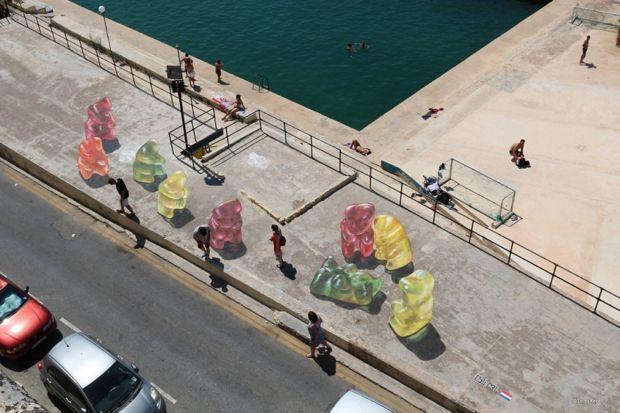 El artista que crea ilusiones ópticas impresionantes en el suelo de la ciudad