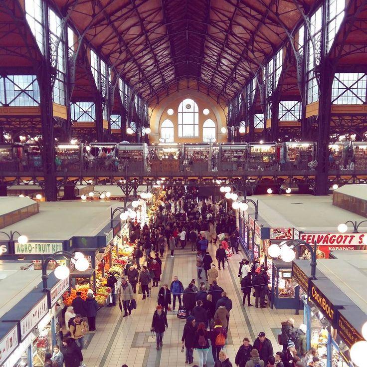 """35 mentions J'aime, 1 commentaires - Lucile Delahousse (@luciledlh) sur Instagram : """"Les halles centrales. #market #eiffel #budapest #fruit #veggie"""""""