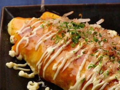 ☆よっぴ~121☆ さんのレシピ「半熟卵の豚キャベツのオムレツ~豚平焼き~」を動画でご紹介。キャベツがたっぷり入ったとん平焼きのレシピ。豚肉、卵、キャベツと家にあるもので手軽に作れます。簡単でボリュームがあるので、夕飯のおかずやおつまみに。「お好み焼きソースとマヨネーズで子どもも喜ぶ味。マヨネーズは先を切ったビニール袋に入れると、お店みたいに細い線でかけることができます」(スタッフ談)