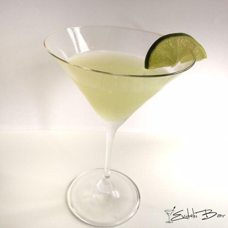 Lemon Drop Martini votka, portakal likörü, limon suyu, pudra şekeri #lemon #drop #martini #kokteyl #cocktail #tarif #recipe #içki #limon #vodka #votka #drink