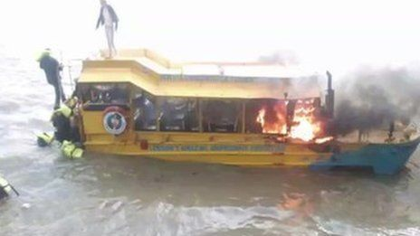 Duck boat tours 'should be banned'Many people jumped into the river from the London Duck Tours craft.