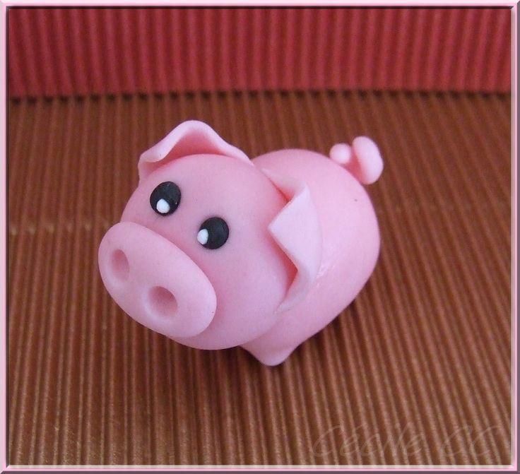 Bonjour, aujourd'hui je vous propose un nouveau tutoriel. J'ai choisi de réaliser un petit cochon car mon grand a eu une gomme en forme de cochon quand il était petit et que cette gomme m'a toujours éclatée (bouh la vieille, cela ne se dit plus éclatée!!!)....
