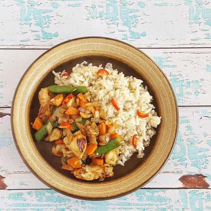 Een snelle, gezonde maaltijd. Ideaal voor doordeweeks, deze rijstschotel met kip en groenten!