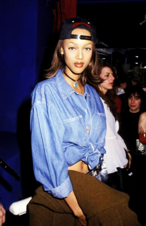Funny how everyones going back to this 90s look! LOVEE!  Old school Tyra!