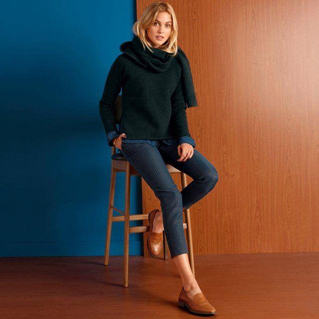 Le pull écharpe. Couleur d'hiver, la mode prend ses quartiers d'hiver élégamment : matières chaleureuses, couleurs profondes et intenses.