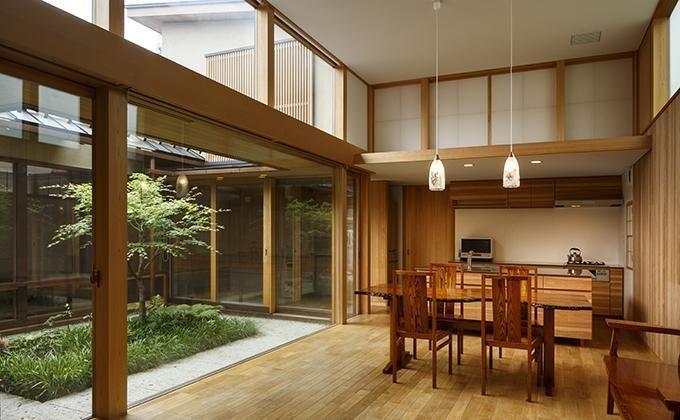 中庭のある家の部屋 居間・食堂
