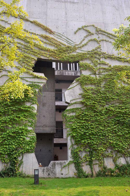 China Academy of Art, Xiangshan campus,  Hangzhou, China by Wang Shu of Amateur Architecture Studio :: Pritzker Prize 2012