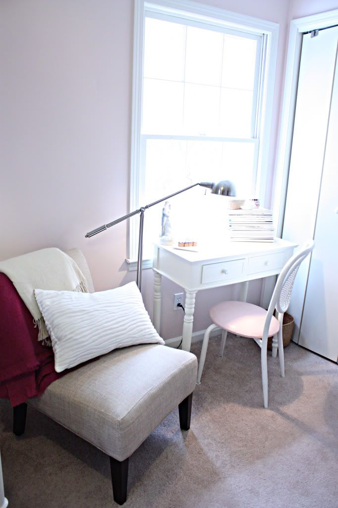 Love this little desk for the guest room.... the lamp is cool, too!