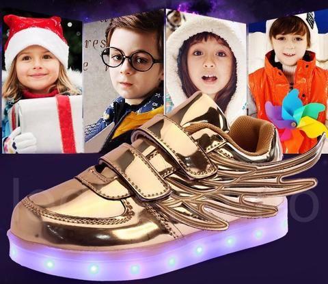 Dragonfly LED barnesko i gull  LED-skoene finner du i nettbutikken ledtrend.no. Prisene på ledskoene varer varierer fra 599-, og oppover, GRATIS frakt på alle varer. Vi har mange forskjellige LED-sko, ta en titt da vel? på: www.ledtrend.no