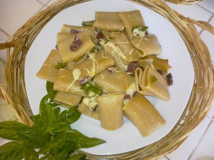 Paccheri Verrigni di grano kamut con salame podolico e peperoncini verdi - Luciano Pignataro Wineblog