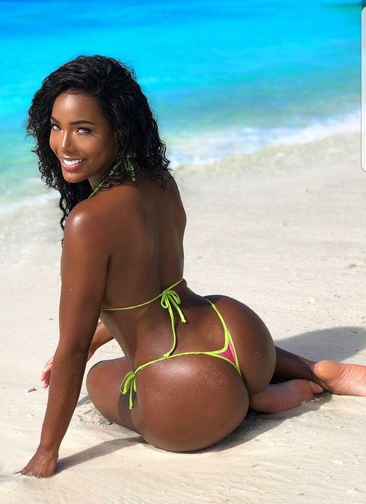 Serena williams twerks in black swimsuit after getting starstruck by neymar