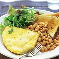 Recept - Omelet en witte bonen in�tomatensaus - Allerhande