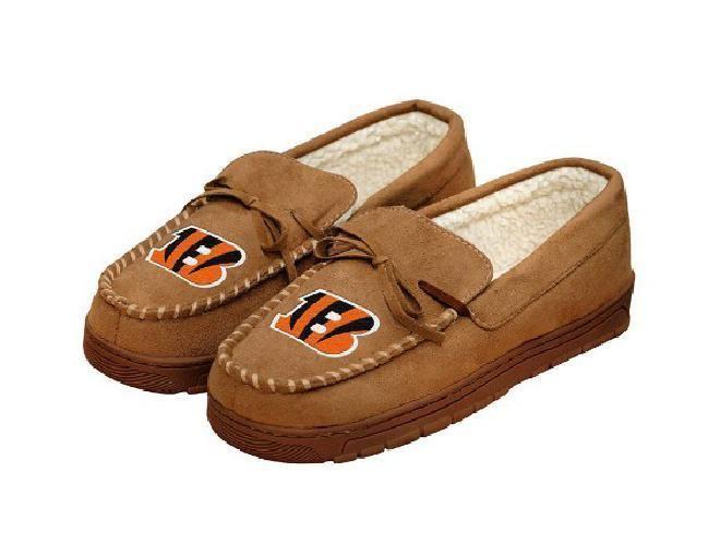 NFL Football Team Cincinnati Bengals Logo Mens Moccasin Slippers Shoe L 11-12 #ForeverCollectibles #CincinnatiBengals