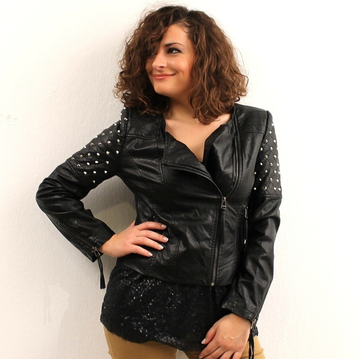Μαύρο jacket από οικολογικό δέρμα με ασημί τρουκς ψηλά στα μανίκια.  Κλείνει με φερμουάρ στο πλάι και έχει δύο τσεπάκια με φερμουάρ.  50%PU,50%polyester $54.00