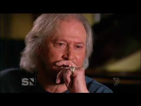 Barry Gibb on Sunday Night Show (22 Sept.2012) - part 1 - YouTube