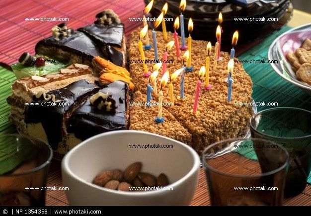http://www.photaki.com/picture-several-pieces-of-cake_1354358.htm