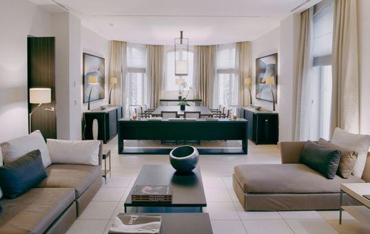 Frankreich - Ile de France - Paris - Trocadero Suites - Hochmodernes offenes erdtöniges wohn und esszimmer