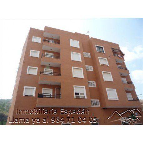 Venta segundo piso sin ascensor en la Av Valencia de Gaibiel. Piso compuesto por 3 habitaciones, comedor, cocina y cuarto de baño. Precio: 45.000 €