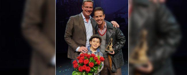 Albert Verlinde bedankt Danny de Munk na laatste voorstelling #musicals #theater