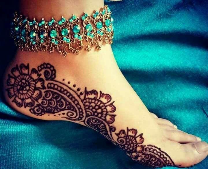 Love it Mehendi design for feet